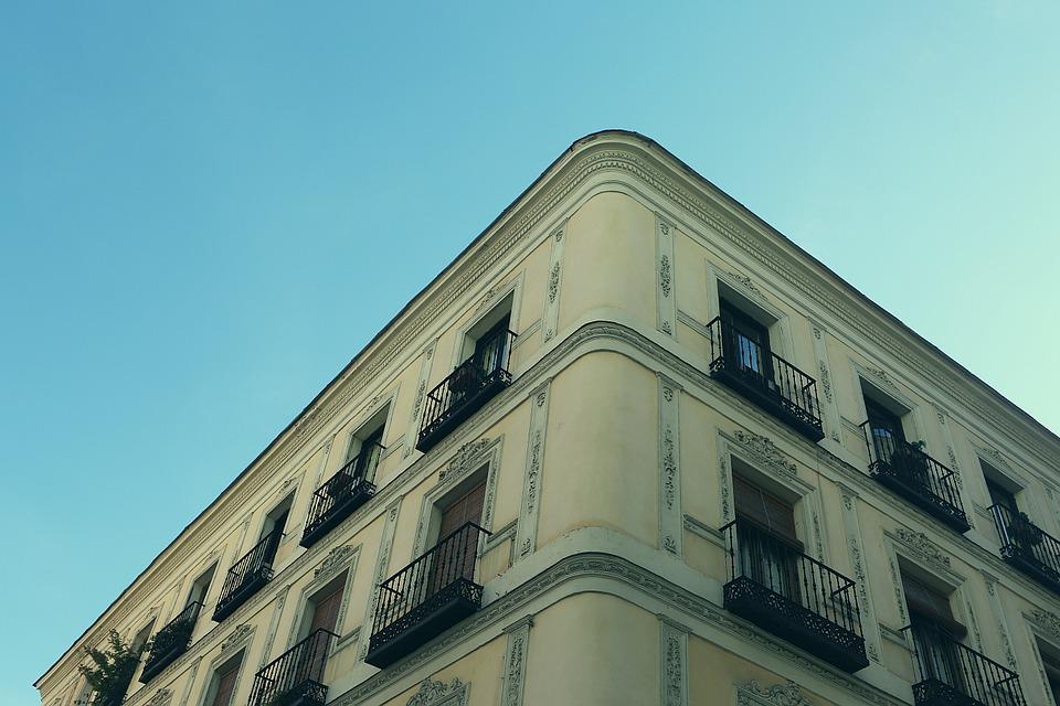 budova, balkóny