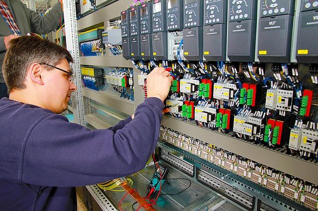zaměstnanec elektrárny