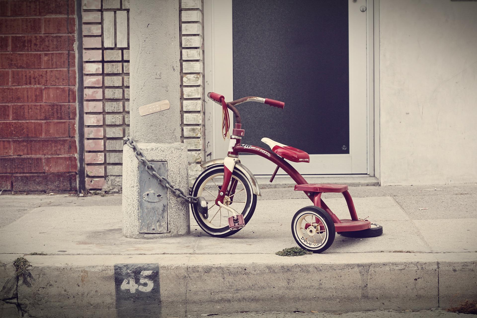 three-wheeler-336700_1920